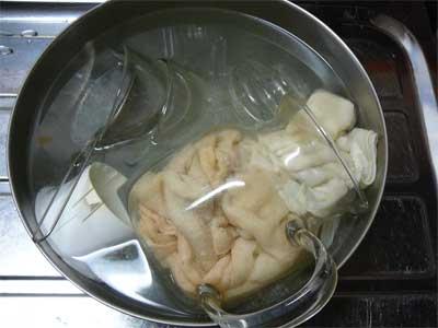 酸素系漂白剤とガラスコップ