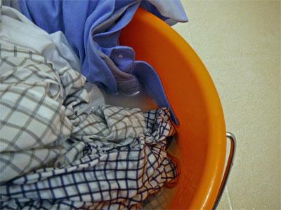 酸素系漂白剤でワイシャツの衿のお手入れ