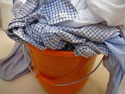酸素系漂白剤につけているワイシャツの衿